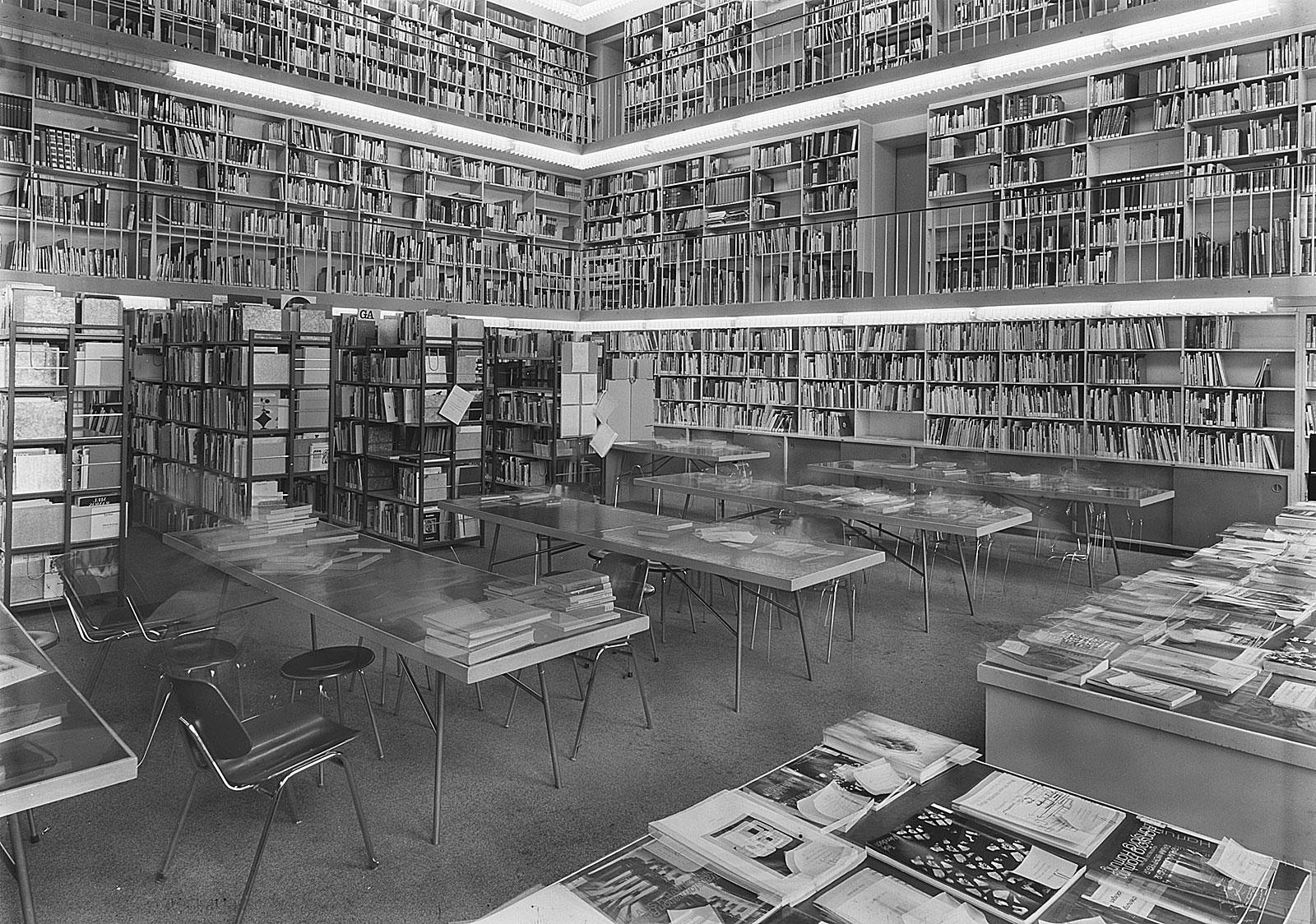 5 Stunden Bibliothek, Akademie der Bildenden Künste, München