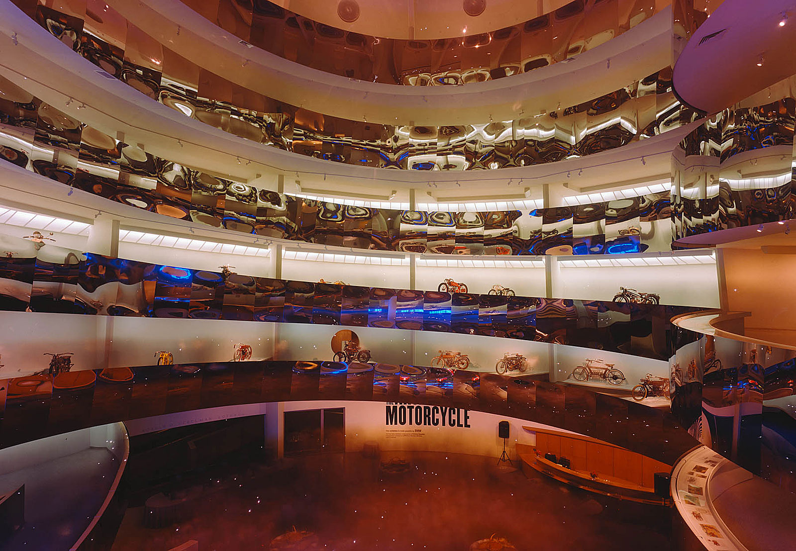 Opening reception, Guggenheim Museum, New York (19.03 - 21.20 Uhr, 26.6.1998)